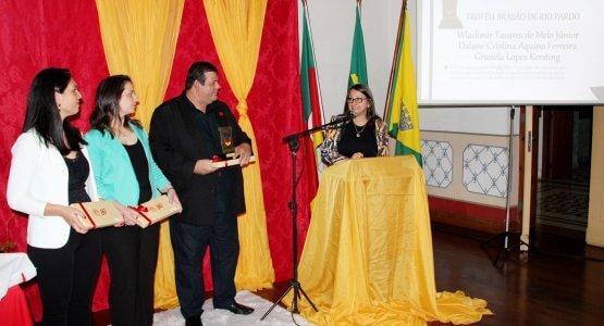 Troféu Brasão de Rio Pardo: colaboradores da Superpan foram agraciados com o reconhecimento. 3