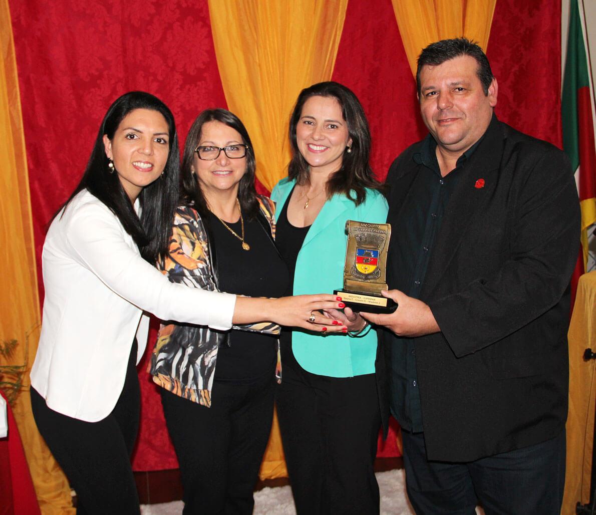 Troféu Brasão de Rio Pardo: colaboradores da Superpan foram agraciados com o reconhecimento. 2